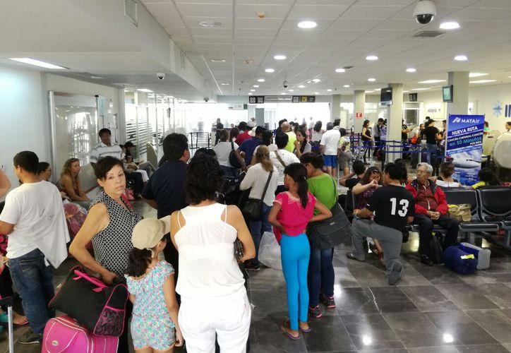 Los pasajeros estaban desesperados, estuvieron varados por dos horas. (SIPSE)