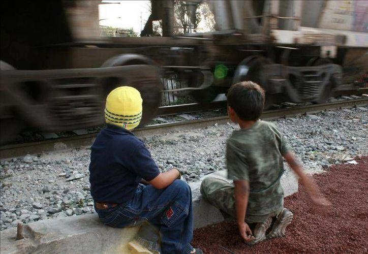 La mayoría de los niños mexicanos migrantes dijeron haber sufrido violencia relacionada con bandas criminales. (latinocalifornia.com)