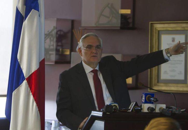 """Jorge Quijano, administrador del Canal de Panamá, dijo que uno de los reclamos es por """"haber acelerado el trabajo"""" en la construcción de las esclusas. (EFE)"""