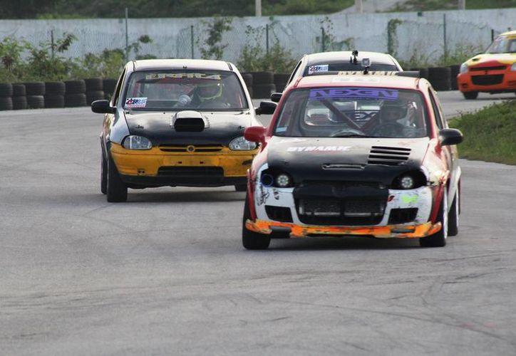 El subcampeón cancunense estaba posicionado entre los primeros, pero al final no le alcanzó el auto y terminó en el noveno lugar. (Raúl Caballero/SIPSE)