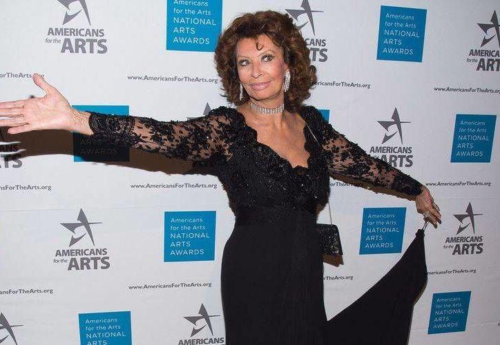 La noche de este lunes Sophia Loren fue galardonada en la entrega de los National Arts Awards por sus más de cinco décadas de trayectoria artística. (AP)