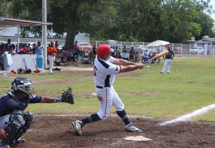 Con definitiva pizarra de 21-15, los Astros de Chetumal completaron la misión y derrotaron al conjunto de Calderitas. (Miguel Maldonado/SIPSE)