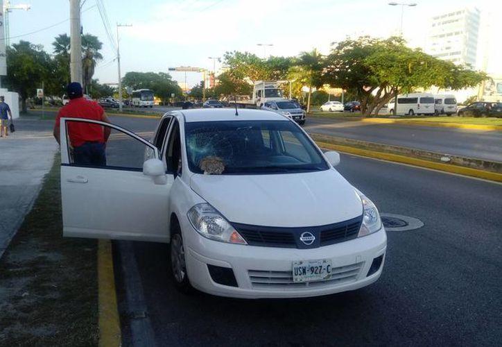 Utilizan un vehículo blanco para perseguir a los trabajadores Uber. (Eric Galindo/SIPSE)