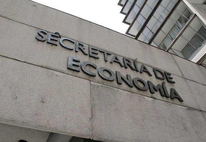 Empresarios de Cancún entregaron una solicitud formal de renovación del régimen fronterizo a la SE. (Internet)