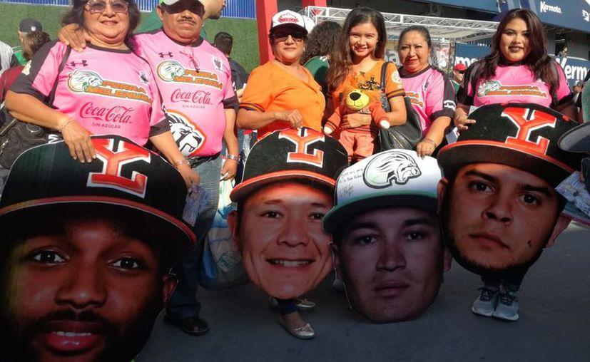 Aficiondos de Leones hicieron el viaje hasta Nuevo León. (William Sierra/Enviado)