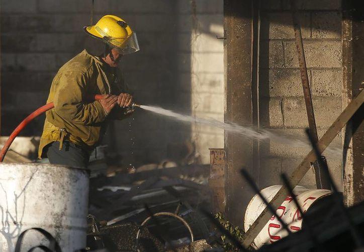 Las autoridades mexiquenses indicaron que algunos de los heridos por la explosión en Tultepec serán trasladados a EU para su atención médica. (AP/Eduardo Verdugo)