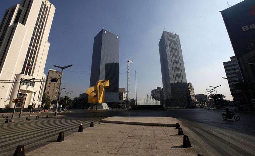 Algunas de las principales avenidas de la ciudad de México, en las primeras horas de este Año Nuevo 2013 se muestran vacías, algo inusual en una de las urbes más grandes del mundo. (Agencias)