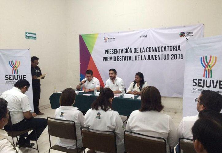 Hoy por la mañana se presentó a los medios de comunicación la convocatoria 'Premio Estatal de la Juventud 2015'. (@SomosSEJUVE)