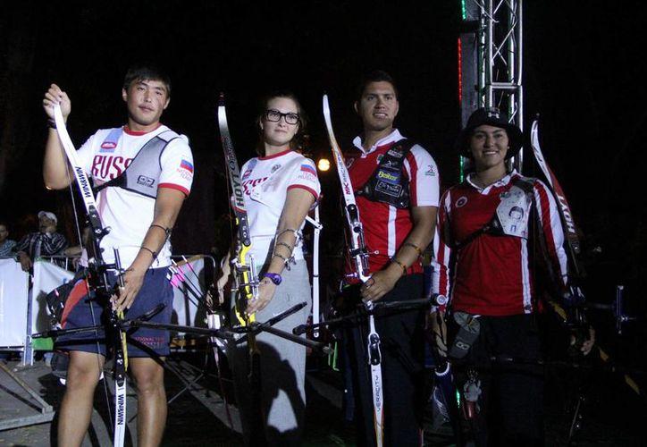 Este es el equipo ruso de tiro con arco que mostró su superioridad al ganar tres medallas de oro en el torneo de tiro con arco Kin Balam. (José Acosta/SIPSE)