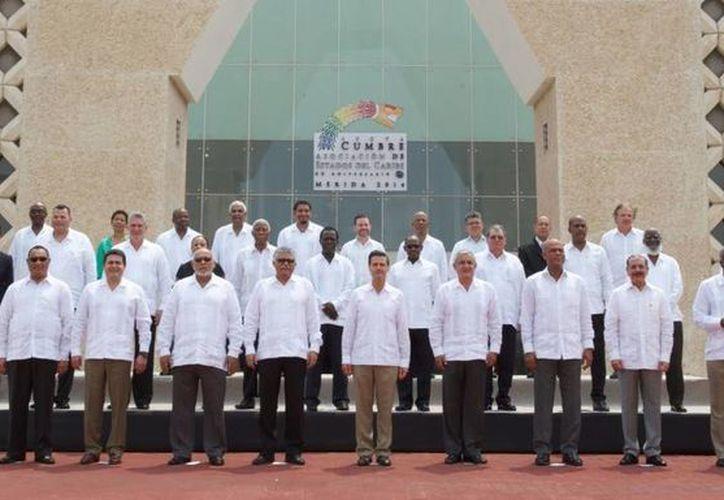 Los dignatarios asistentes a la VI Cumbre acordaron acciones reales para impulsar el Caribe. (Presidencia)