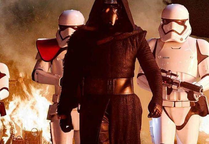 <i>Star Wars: The Force Awakens</i> es una película con muchas referencias, que intenta ligarse con el grandioso pasado de la saga en todo momento. (Imágenes de Disney y LucasFilm)