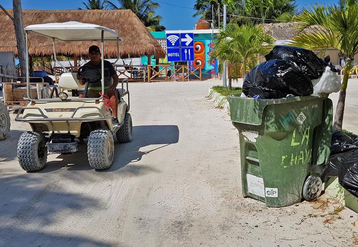 En temporada alta se generan hasta 20 toneladas diarias de desechos en la isla. (Jesús Tijerina/SIPSE)
