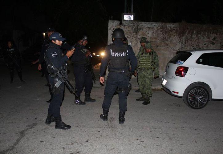 Elementos de Seguridad Pública y del Ejército mexicano implementaron un operativo tras el reporte de disparos. (Foto: Redacción/SIPSE)