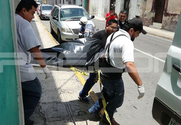 La Fiscalía General del Estado finalmente recogió el cuerpo de la mujer. (Aldo Pallota/SIPSE)