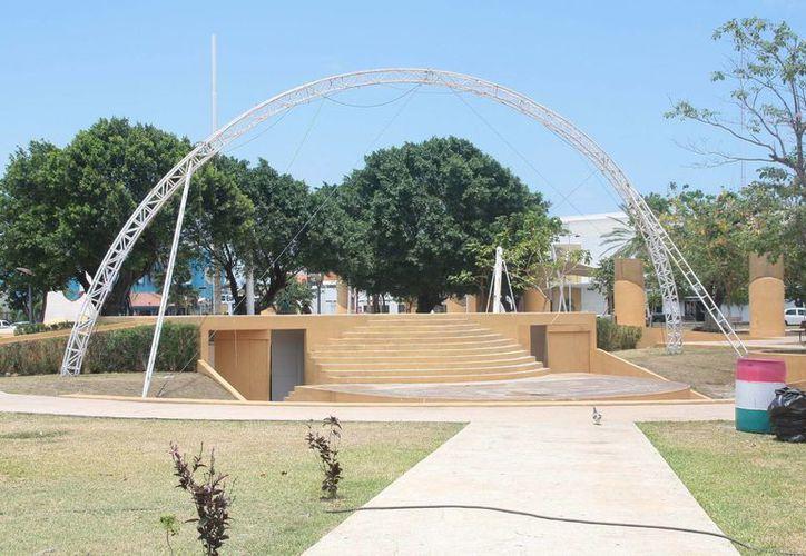 Las estructuras del parque, que alguna vez sostuvieron las lonas, se encuentran deshabilitadas, por lo que ya no cumplen su propósito. (Julián Miranda/SIPSE)