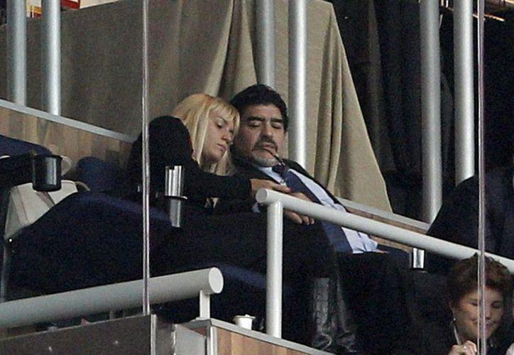 El exfutbolista argentino Diego Maradona y Rocío Oliva. (EFE/Archivo)