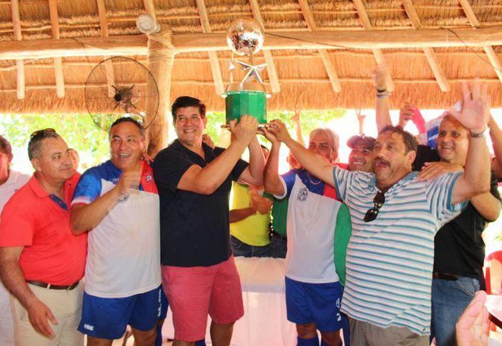 Tiburones de Progreso se llevaron el trofeo del triangular. (Milenio Novedades)