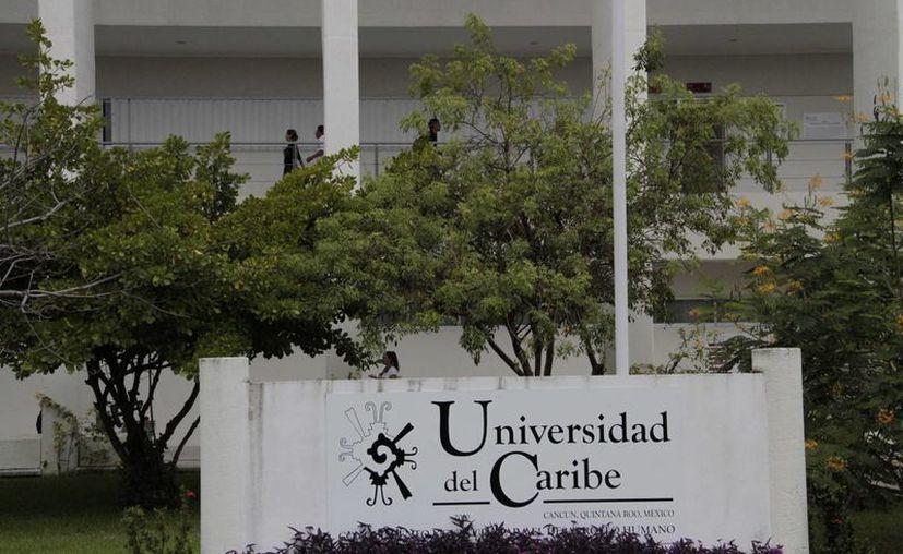 De los más de 60 alumnos que se postularon por las becas a nivel estatal, al menos 28 son de la Unicaribe. (Tomás Álvarez/SIPSE)