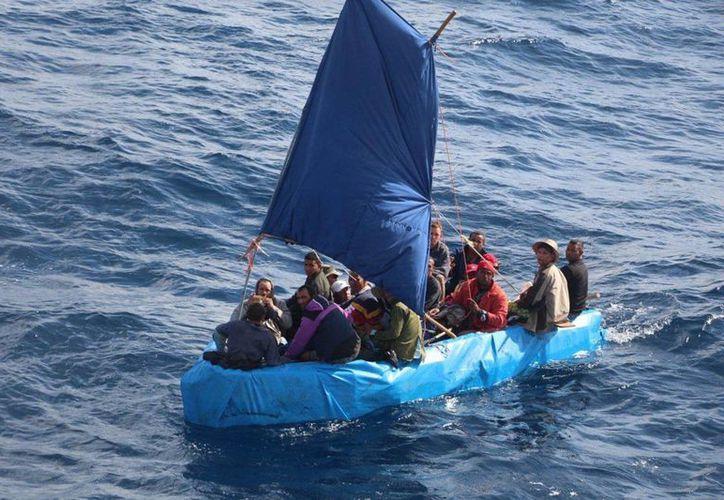 Este grupo de 24 cubanos intentaba alcanzar las costas de Estados Unidos pero la Guardia Costera estadounidense los repatrió posteriormente. (Agencias)