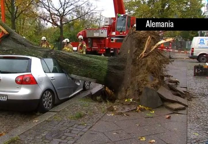 El paso de la tormenta Herwart por Europa central dejó al menos siete muertos. (Reuters).