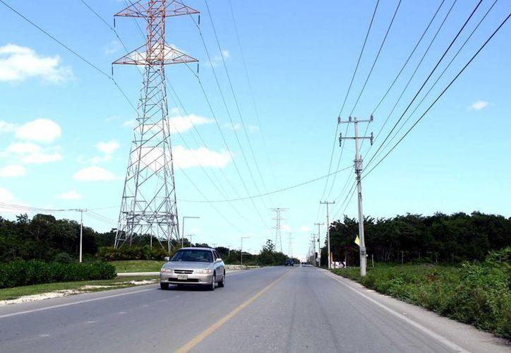 Con la ampliación, la avenida Huayacán entroncaría hasta uno de los accesos a la autopista federal que conduce a Mérida.  (Gonzalo Zapata/SIPSE)