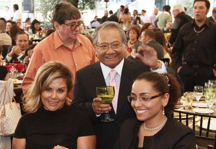 Armando Manzanero en la generación inaugural del Salón de la Fama de los Compositores Latinos. (Archivo Notimex)