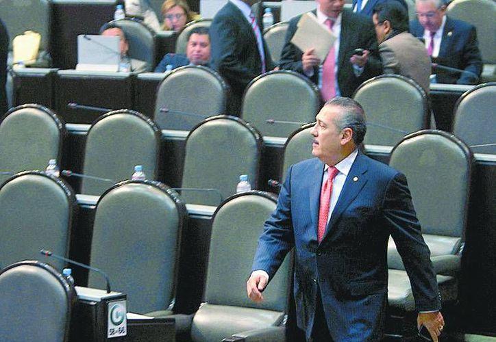 Manlio Fabio Beltrones, coordinador de los diputados priistas, reconoce al Senado por revisar la minuta. (Milenio)