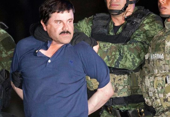 El 'Chapo' Guzmán, tras ser capturado el pasado 8 de enero en Los Mochis, Sinaloa. Tribunal federal declaró infundado el recurso de queja que interpuso el presunto delincuente. (AFP)