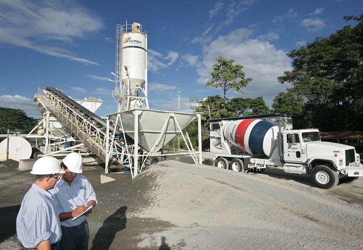 Cemex, una de las interesadas en la industria energética. En la imagen, una planta de producción de la compañía cementera. (cemexmexico.com)