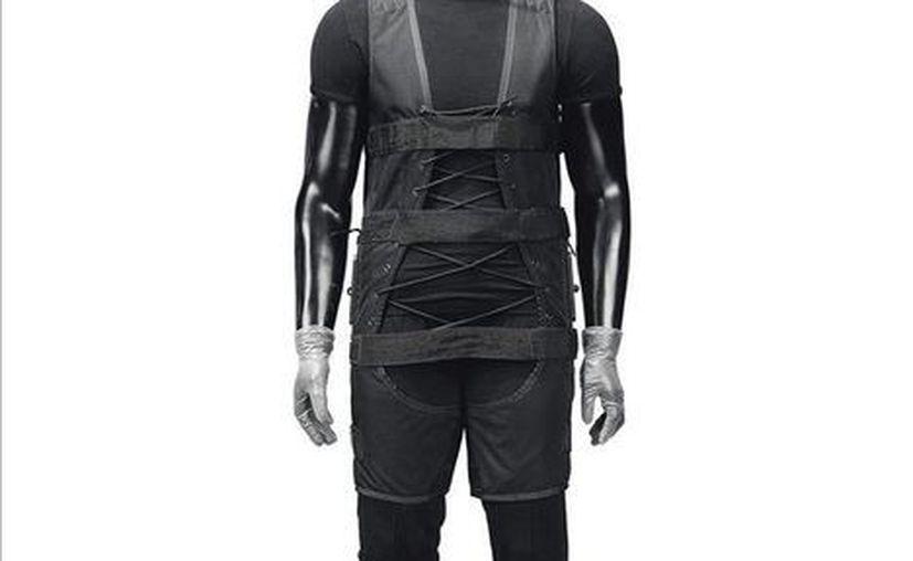 En Londres se subastará el traje negro que utilizó Tom Cruise en la primera película de Misión imposible en el año de 1996, la cifra económica podría alcanzar las siete mil libras.  (Efe)
