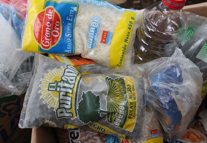 Los alimentos de la canasta básica se encuentran entre los que registraron incremento en sus precios durante noviembre. (Joel Zamora/SIPSE)