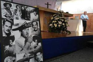 Ofician misa en recuerdo de la muerte de Pedro Infante