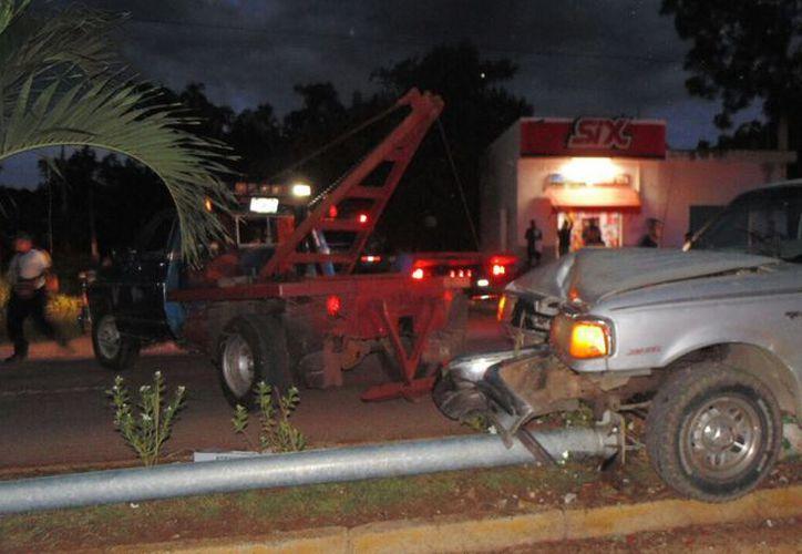 Los riesgos de sufrir accidentes aumentan al conducir bajo la influencia del alcohol y no usar el cinturón de seguridad. (Joel Zamora/SIPSE)