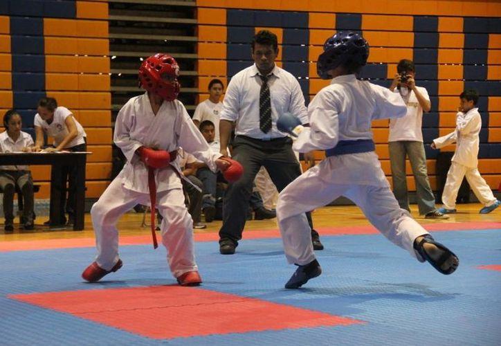 En el evento participaron más de 400 karatecas. (Raúl Caballero/SIPSE)