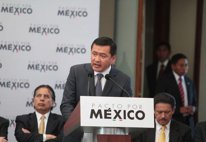 Miguel Ángel Osorio Chong aseguró que la política debe transitar de las palabras a los hechos. (Archivo/Notimex)