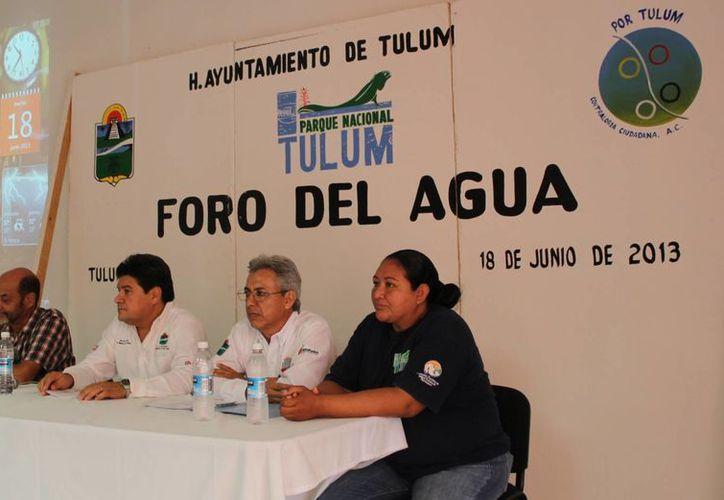Las autoridades durante el Foro del Agua. (Rossy López/SIPSE)