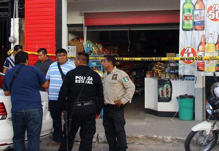Una pareja de ladrones intentó asaltar este expendio de cervezas en el oriente de Mérida, sin embargo clientes frustaron el atraco. (Milenio Novedades)