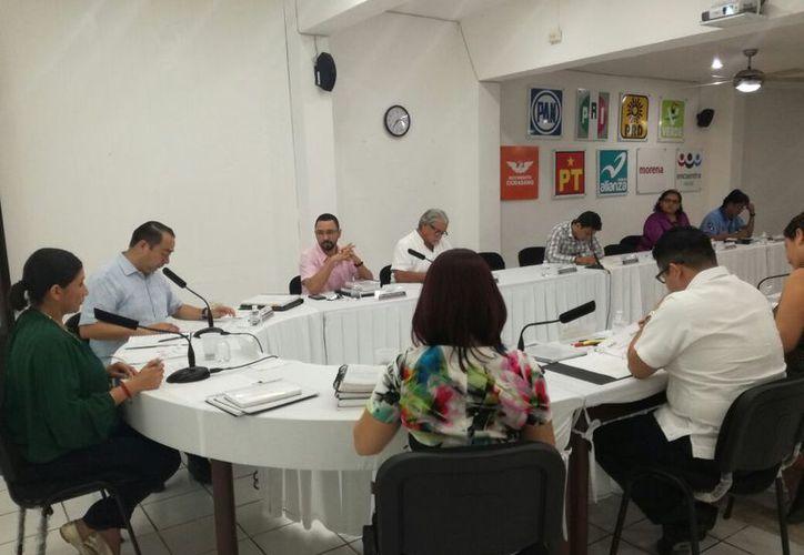 El Instituto Electoral de Quintana Roo terminó anoche, en sesión, la ampliación del plazo. (Joel Zamora/SIPSE)