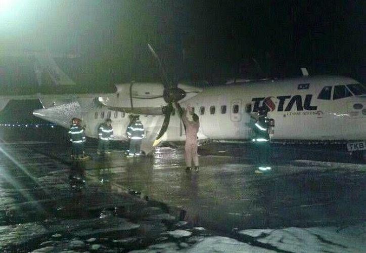 El piloto logró aterrizar sin mayores contratiempos y ninguno de los pasajeros resultó herido. (Corpo de Bombeiros de Manaus)