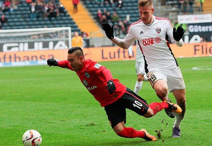 Marco Fabián ayudó al empate de su equipo, en la Bundesliga. (excelsior.com.mx)