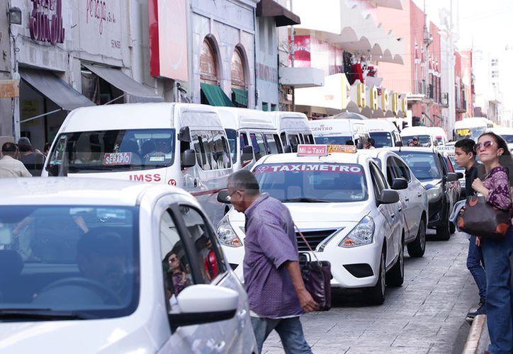 Las tarifas de taxi que se ofrecen en Mérida se encuentran entre las más caras del país. (Jorge Acosta/SIPSE)