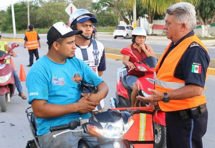 Elementos de seguridad dan recomendaciones a los conductores para evitar accidentes. (Cortesía)