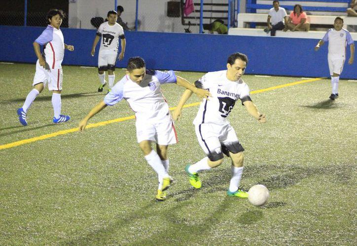 En otros encuentros, Caníbales se impusieron 4-3 a Rebeldes Máster y la Capa doblegó 5-1 a Old Boys. (Miguel Maldonado/SIPSE)