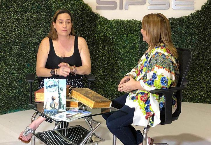 La escritora Marisa Ramírez Tavera en entrevista con SIPSE televisión. (Novedades Yucatán)
