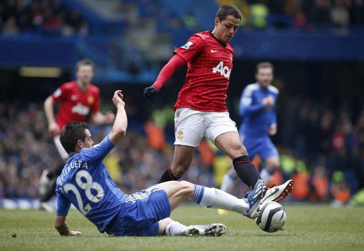 Chicharito fue incapaz de ayudar a su equipo a superar al Chelsea. (Agencias)