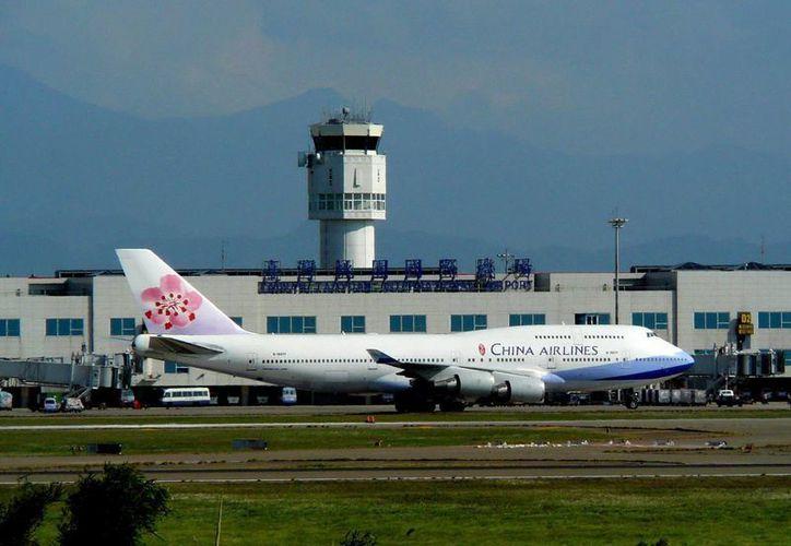 Un avión de la compañía China Airlines en el aeropuerto internacional Taoyuan de Taiwan, China. (EFE/Archivo)