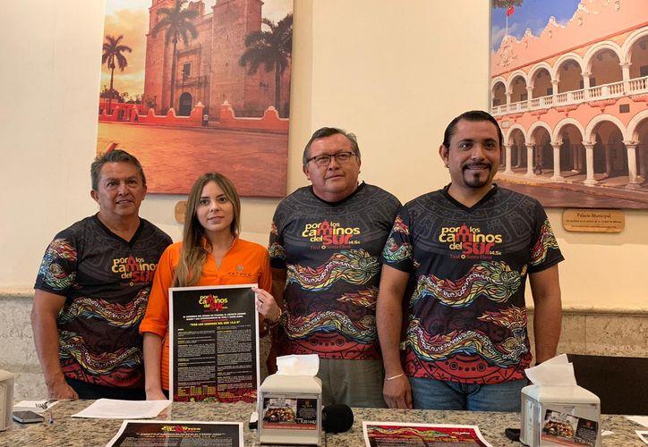 Presentación de la playera y el póster oficiales. (Foto:Novedades Yucatán)