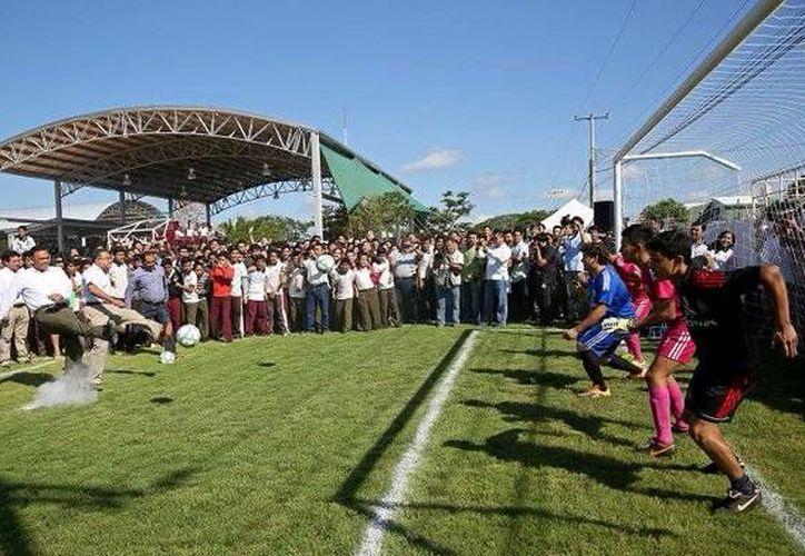 Rolando Zapata Bello estará en la Inauguración del campeonato 2016-2017 de la liga de fútbol 'Juan N. Cuevas'. (Archivo/ Milenio Novedades)