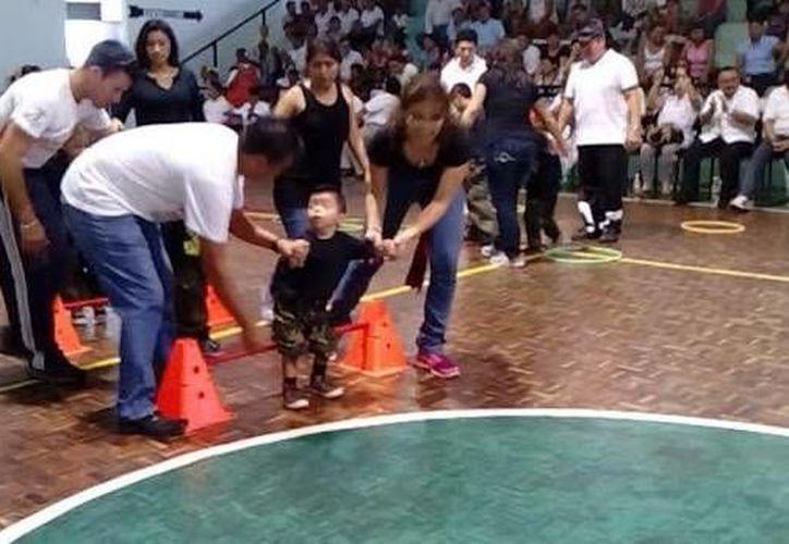Una de las actividades que realizaron los pequeños de centro de educación especial, en Progreso. (Óscar Pérez/SIPSE)
