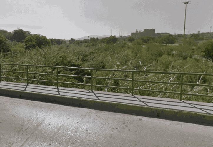 La mujer cayó de un puente en la ciudad de Monclova. (El Debate)